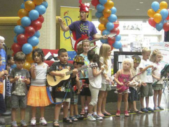 Award-winning family entertainer David Chicken will perform during a virtual Noon Year's Eve party sponsored by the Cedar Hill public library.