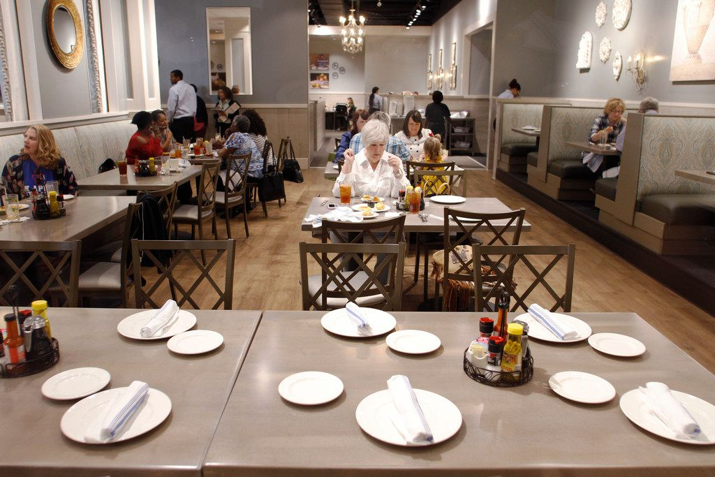 The dining room at Paula Deen's Family Kitchen in Fairview on April 20, 2018. (Brian Elledge/The Dallas Morning News)