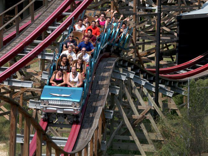 Six Flags Over Texas no admitirá visitantes sin reserva.