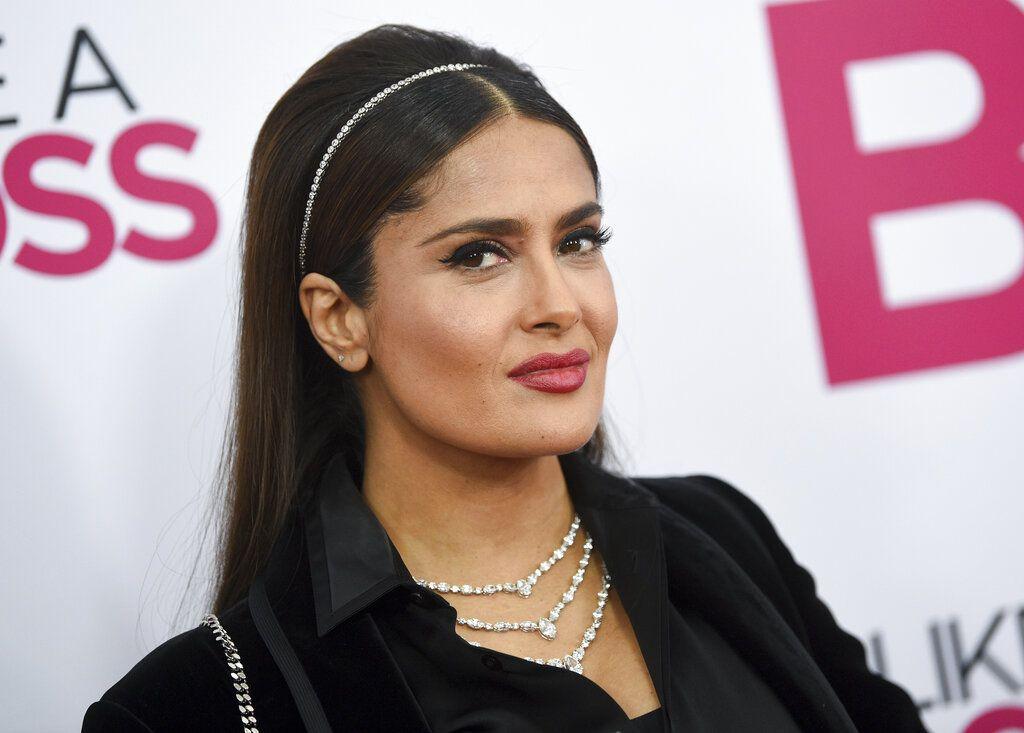 """La actriz mexicana Salma Hayek llega al estreno mundial de """"Like a Boss"""" el martes 7 de enero del 2020 en Nueva York. (Foto por Evan Agostini/Invision/AP)"""