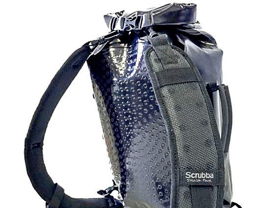 La Scrubba wash bag es una mochila que se convertirá en tu mejor compañera. Con ella podrás lavar tu ropa, usarla como ducha en viajes largos y utilizarla como mochila impermeable.