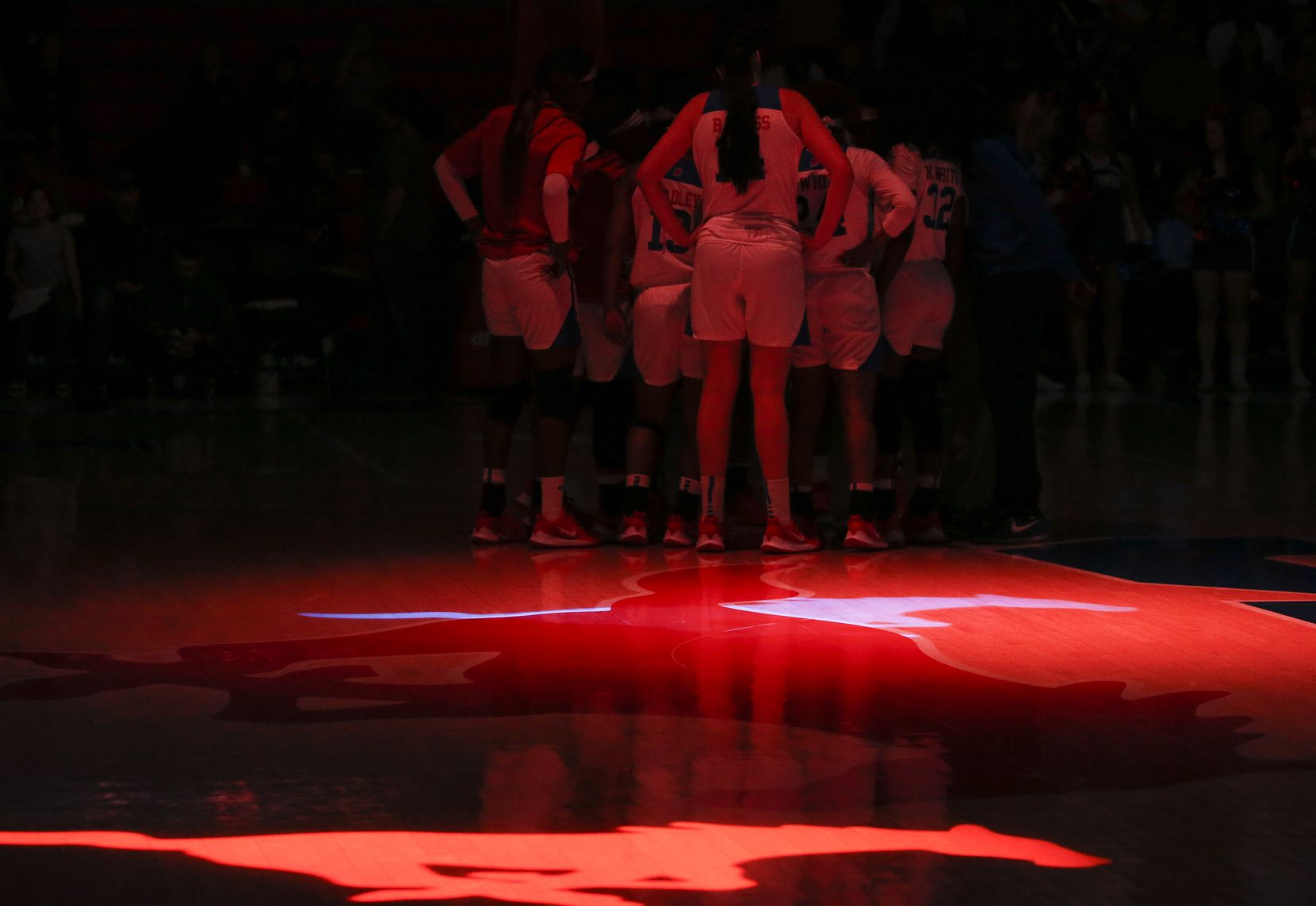The Southern Methodist Mustangs huddle prior to a NCAA women's basketball matchup between the Southern Methodist Mustangs and the UConn Huskies on Sunday, Jan. 5, 2020 at Moody Coliseum in University Park, Texas. (Ryan Michalesko/The Dallas Morning News)