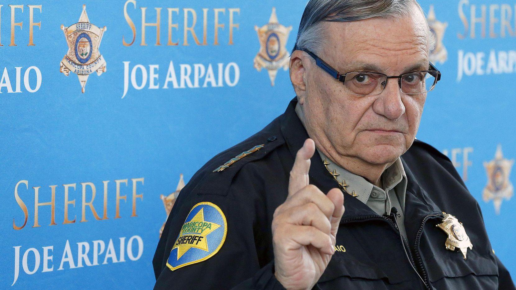 El ex sherrif del condado de Maricopa, Joe Arpaio, atiende a los medios de comunicación en una conferencia de prensa en Phoenix. El lunes 31 de julio de 2017 Arpaio fue hallado culpable por desacatar las intrucciones de un juez. (AP/ROSS D. FRANKLIN)