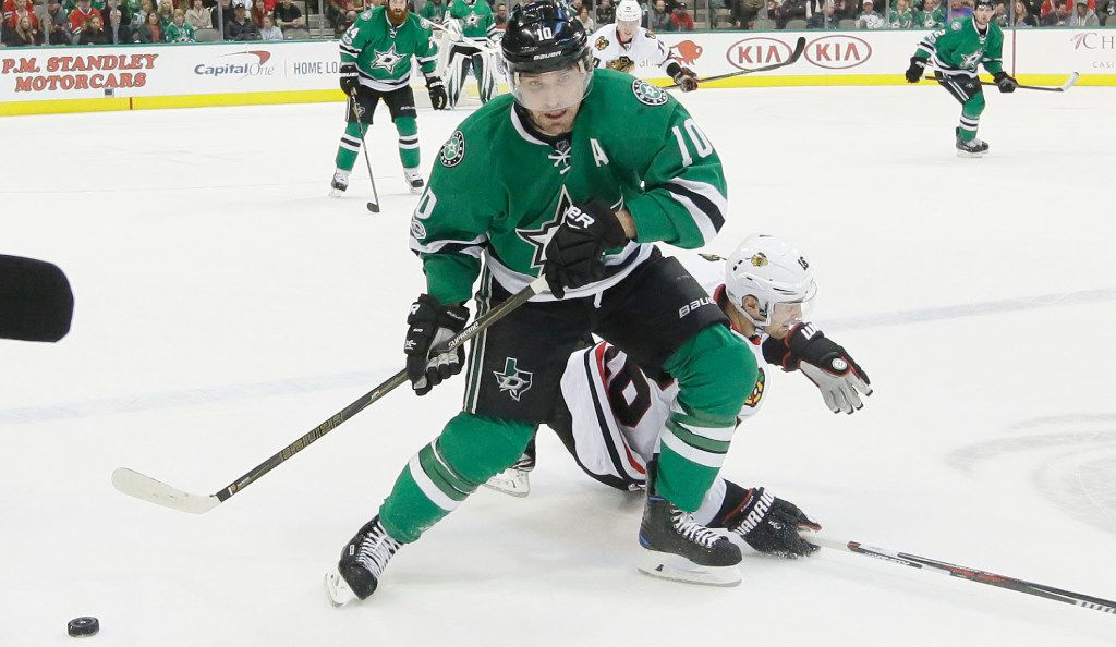 Stars left wing Patrick Sharp (10) takes control of the puck in front of Chicago Blackhawks center Marcus Kruger (16) during the first period of their game on Feb. 4, 2017.