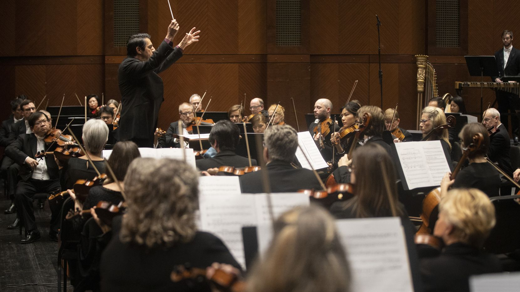 Conductor Miguel Harth-Bedoya leads the Fort Worth Symphony at the Bass Performance Hall in Fort Worth on Jan. 10, 2020.