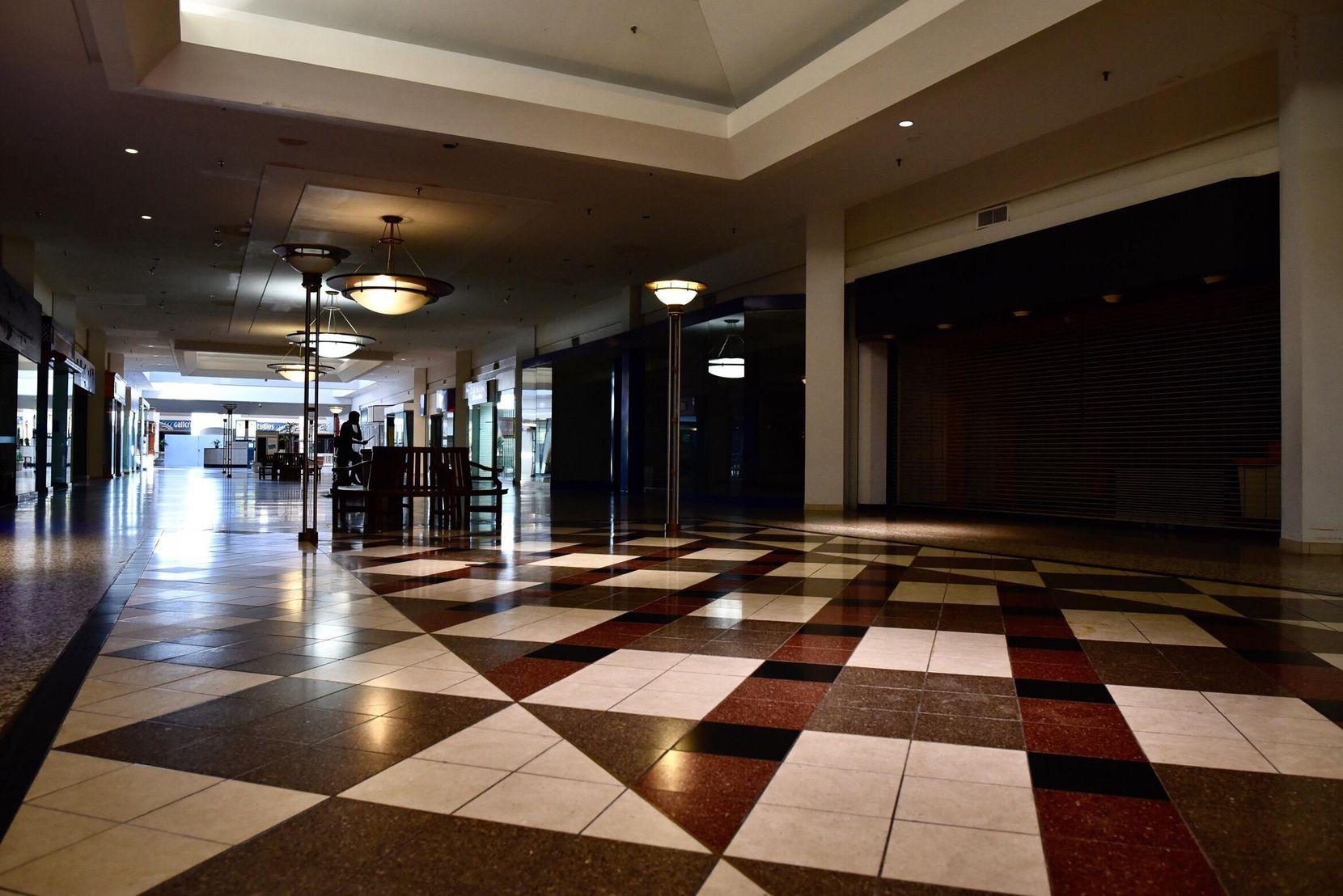 La mayor parte del Valley View Mall permanece vacío, con grandes espacios cerrados al público. BEN TORRES/AL DÍA