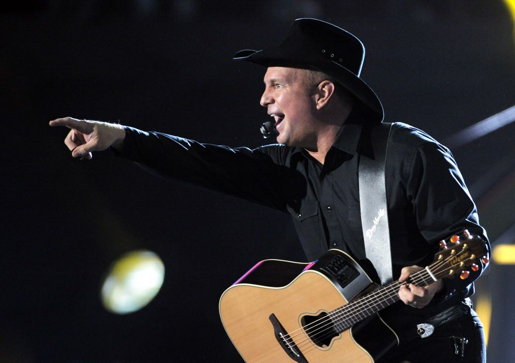 Garth Brooks performs in 2008