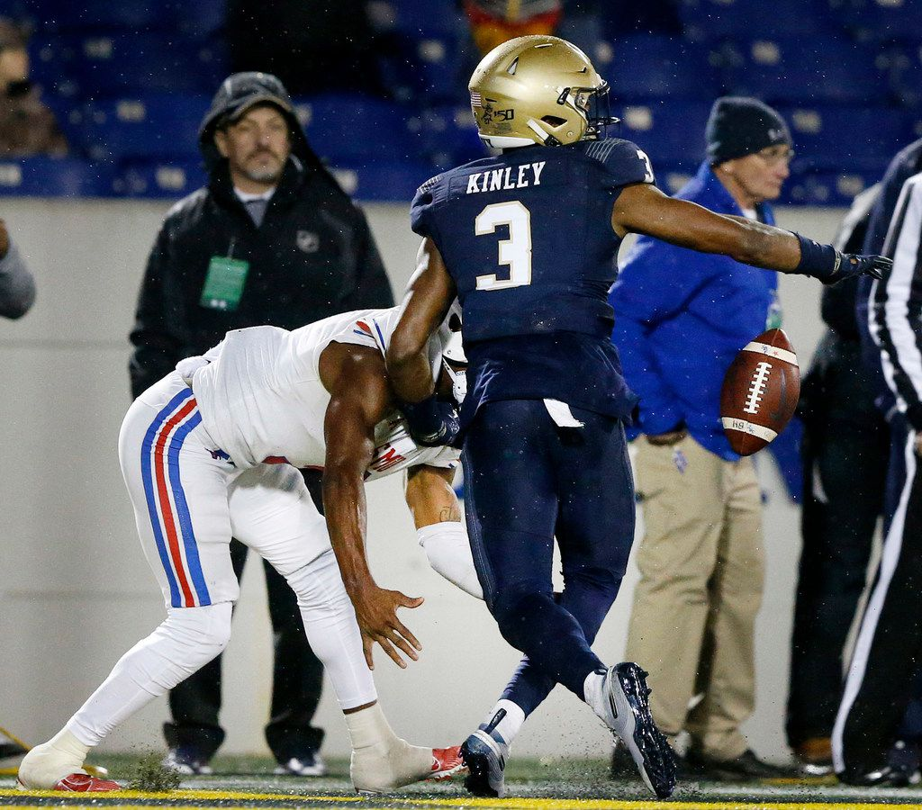 Navy Midshipmen cornerback Cameron Kinley (3) keeps Southern Methodist Mustangs wide receiver James Proche (3)form catching a touchdown on fourth down in the fourth quarter at Navy-Marine Corps Memorial Stadium in Annapolis, Maryland, Saturday, November 23, 2019. (Tom Fox/The Dallas Morning News)