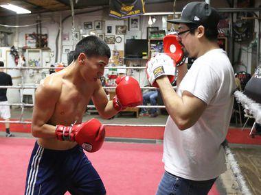 Vergil Ortiz (izq.) entrena a diario en el Vivero Boxing Gym de Oak Cliff. (ESPECIAL PARA AL DÍA/OMAR VEGA)