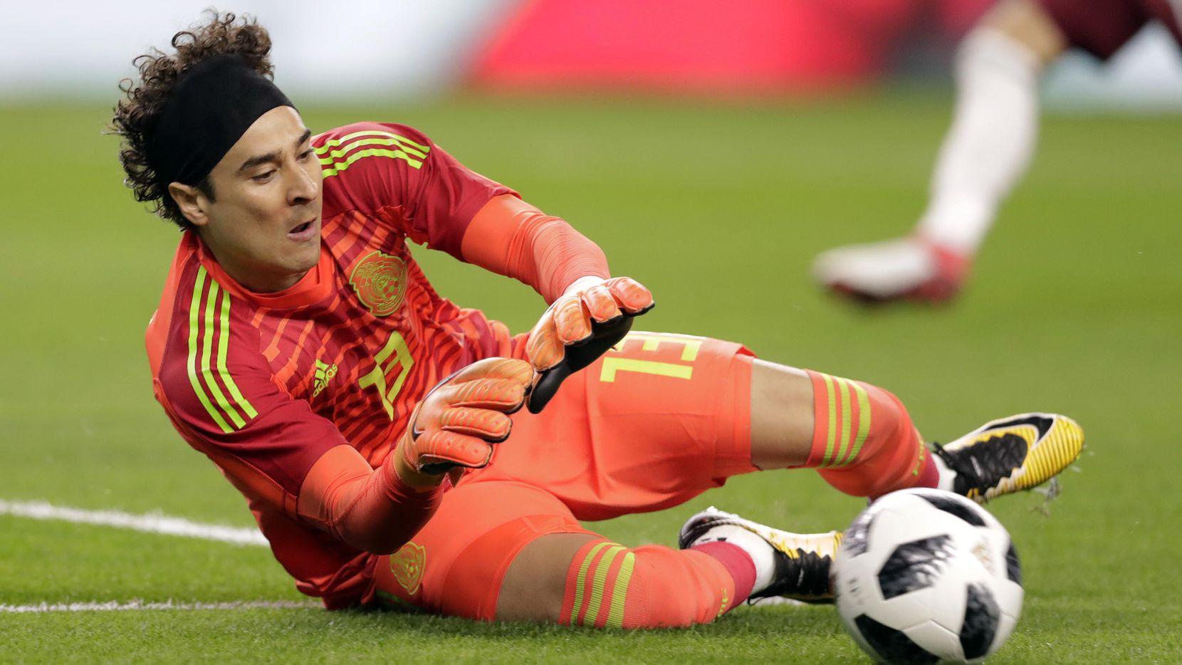 Guillermo Ochoa espera jugar su quinta Copa del Mundo en Qatar 2022.