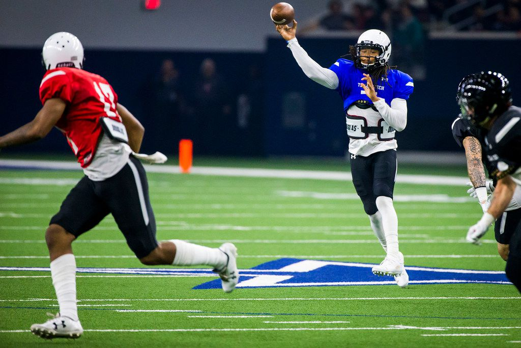 Texas Tech quarterback Jett Duffey (7) throws a pass during the Red Raiders' spring scrimmage at the Star on Saturday, April 7, 2018, in Frisco. (Smiley N. Pool/The Dallas Morning News)