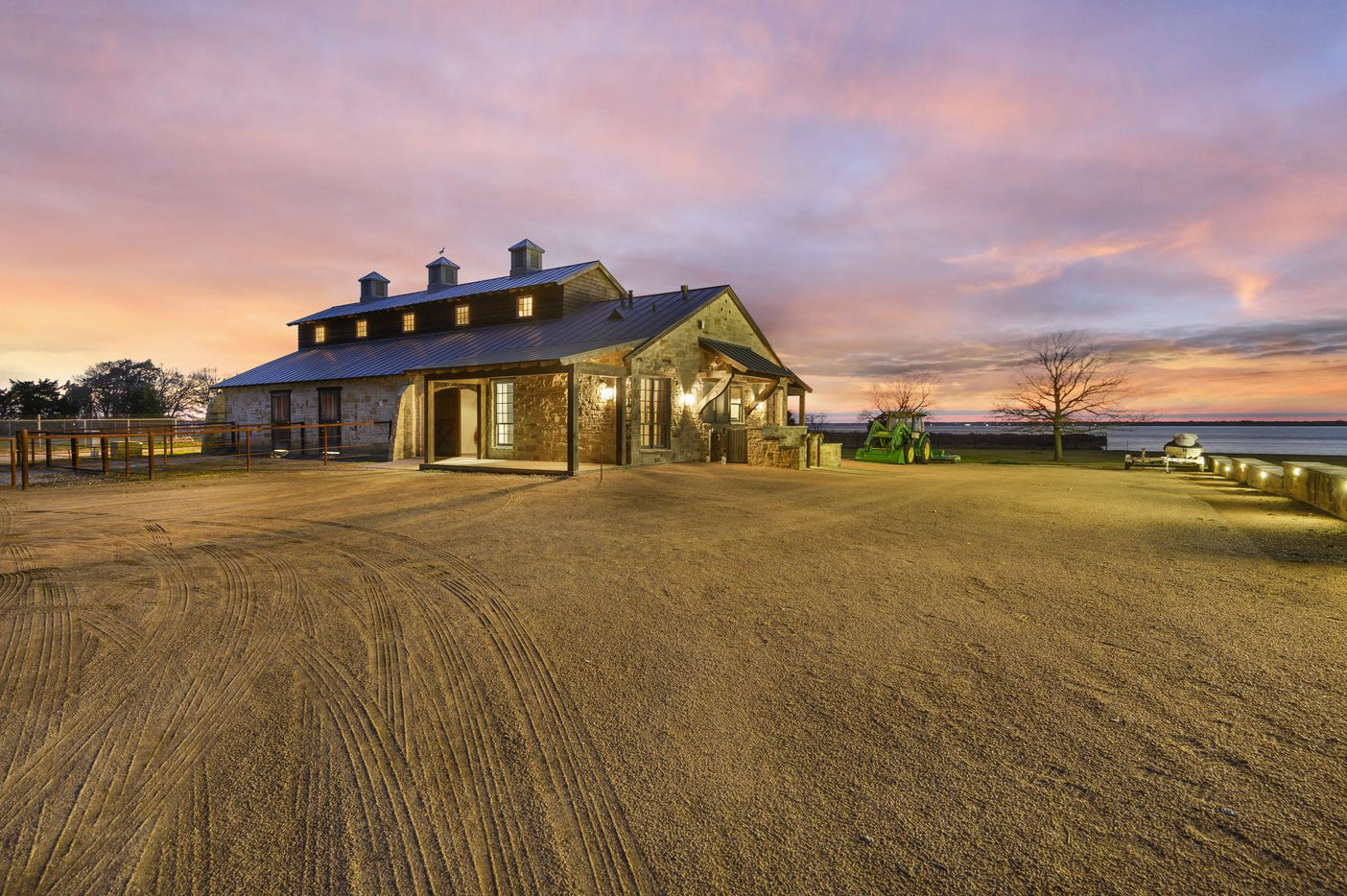 A look at the property at 316 Tonkowa Trail in Corsicana, Texas.