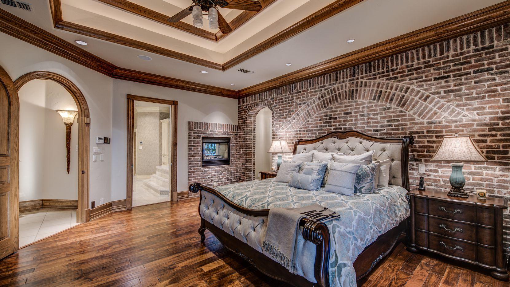 Foto de una owner's suite, antes conocida como master bedroom, en una propiedad en Pottsboro, Texas.
