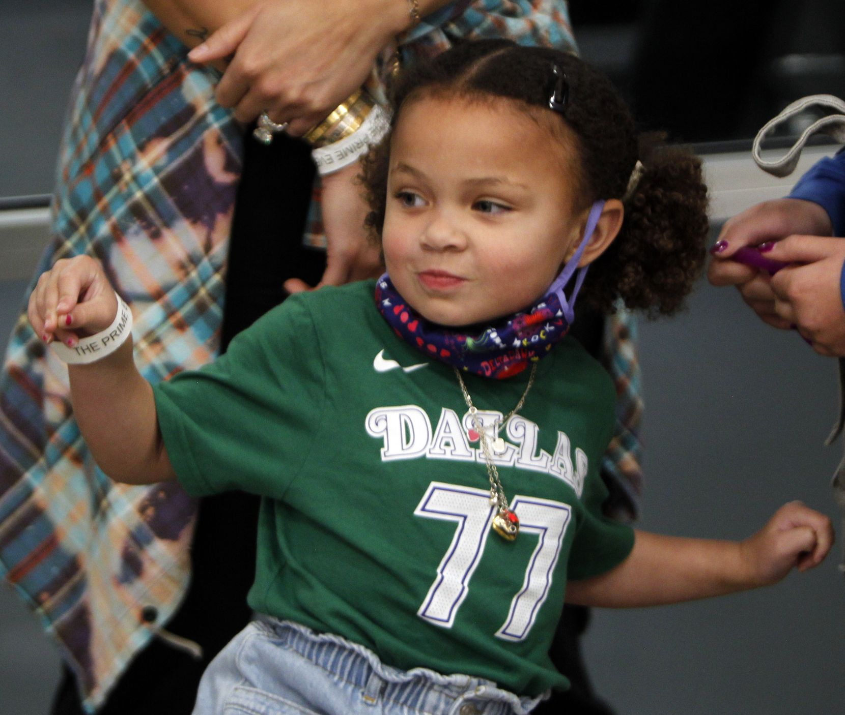 Cooper Kidd, the 3-year-old daughter of Jason and Porschla Kidd sports a Luka Doncic jersey while in attendance with the Kidd family to watch a game featuring Kidd Select girls basketball team which the family sponsors. The tournament was held at Fieldhouse USA in Mansfield on August 21, 2021. (Steve Hamm/ Special Contributor)