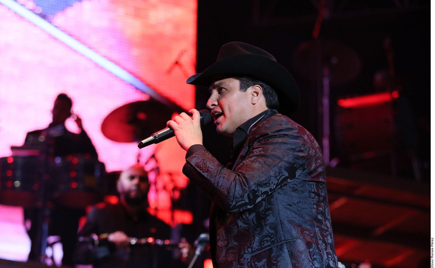 """Julión Álvarez retomó los shows en México hace unos días junto con su Norteño Banda, pero desde hace ya varios meses se reactivó en la radio lanzando varios temas inéditos, entre ellos """"Ya Te la Sabes"""" e """"Incomparable""""."""