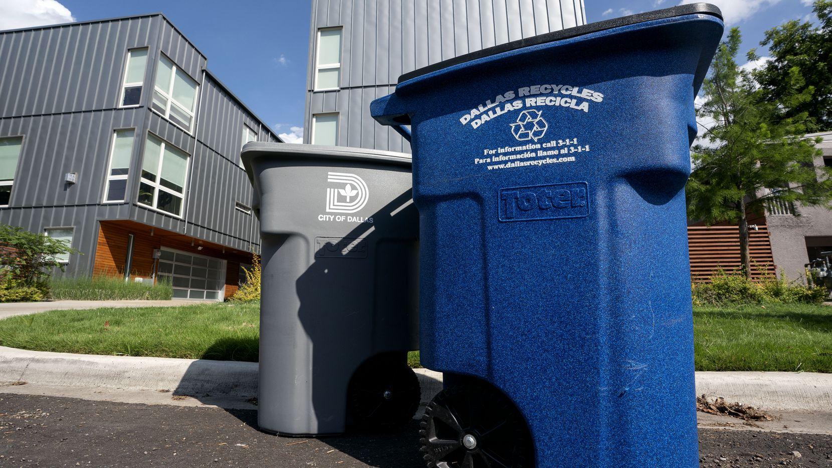 La ciudad de Dallas recicla algunos materiales como papel, vidrio y metales; pero no todo es reciclable