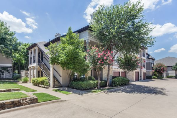 The Verandas at Timberglen apartments in Far North Dallas are near the Dallas North Tollway.