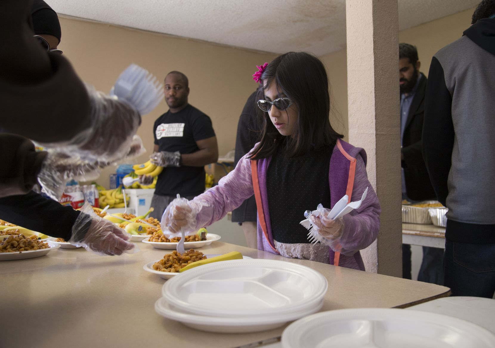 Samaah Maqsood, an 8-year-old from Richardson, helped to serve homeless people at Masjid Al-Islam in January 2015.