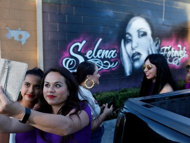 Natalia Quinones, 12, and her mother, Maricela Iraheta, pose for a photo in front of a freshly painted mural of Selena in 2017.