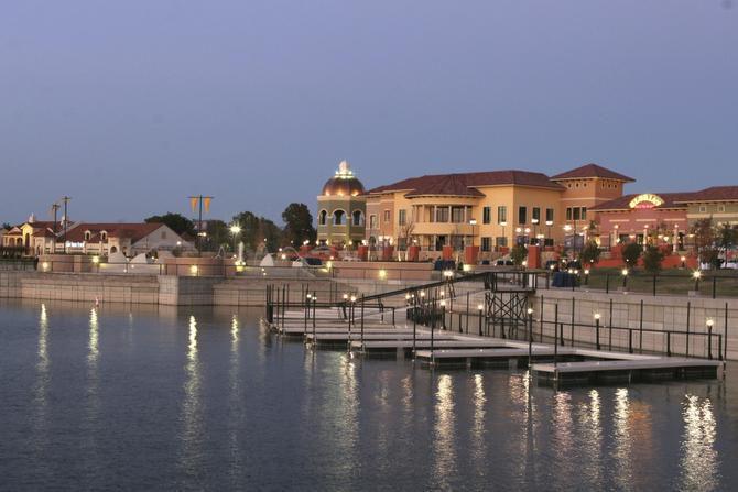 The Harbor en Rockwall.