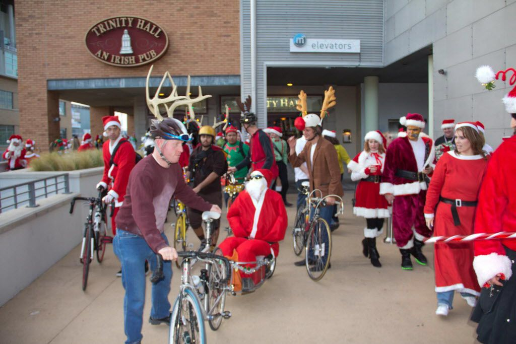 The Santa Rampage Pub Crawl in mid-December 2012 started at Trinity Hall in Mockingbird Station. Costumed drinkers then took the DART to Uptown to continue the fun.