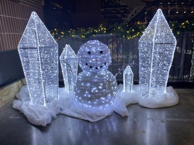 Luminova Holidays, una nueva exhibición de luces de Navidad llega al Globe Life Field en Arlington.