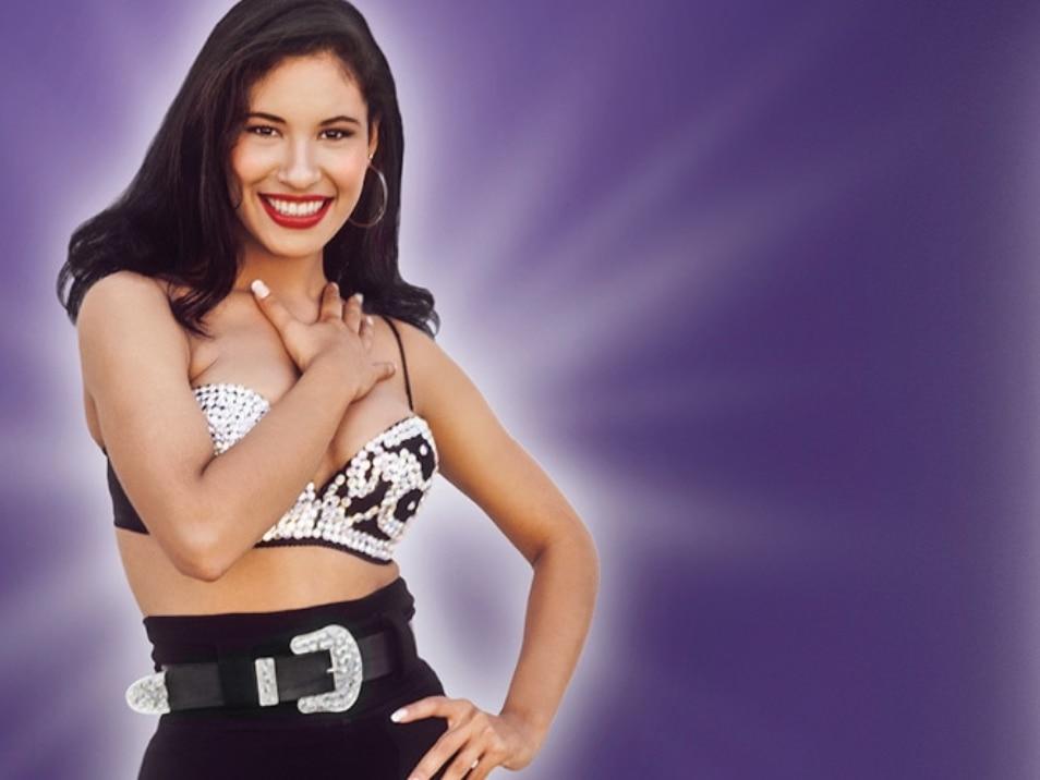 Imagen de Selena en una campaña de MAC Cosmetics.