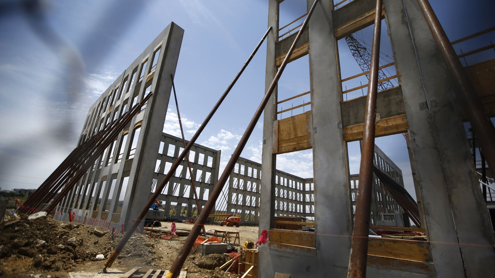 Total construction is down 10 percent in Dallas-Fort Worth in 2018.