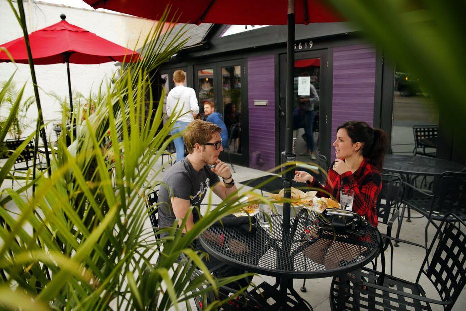 Knuckle Sandwich Co. had a front and back patio. It closed Tuesday and will become Lower Greenville Taps soon, says the new GM.