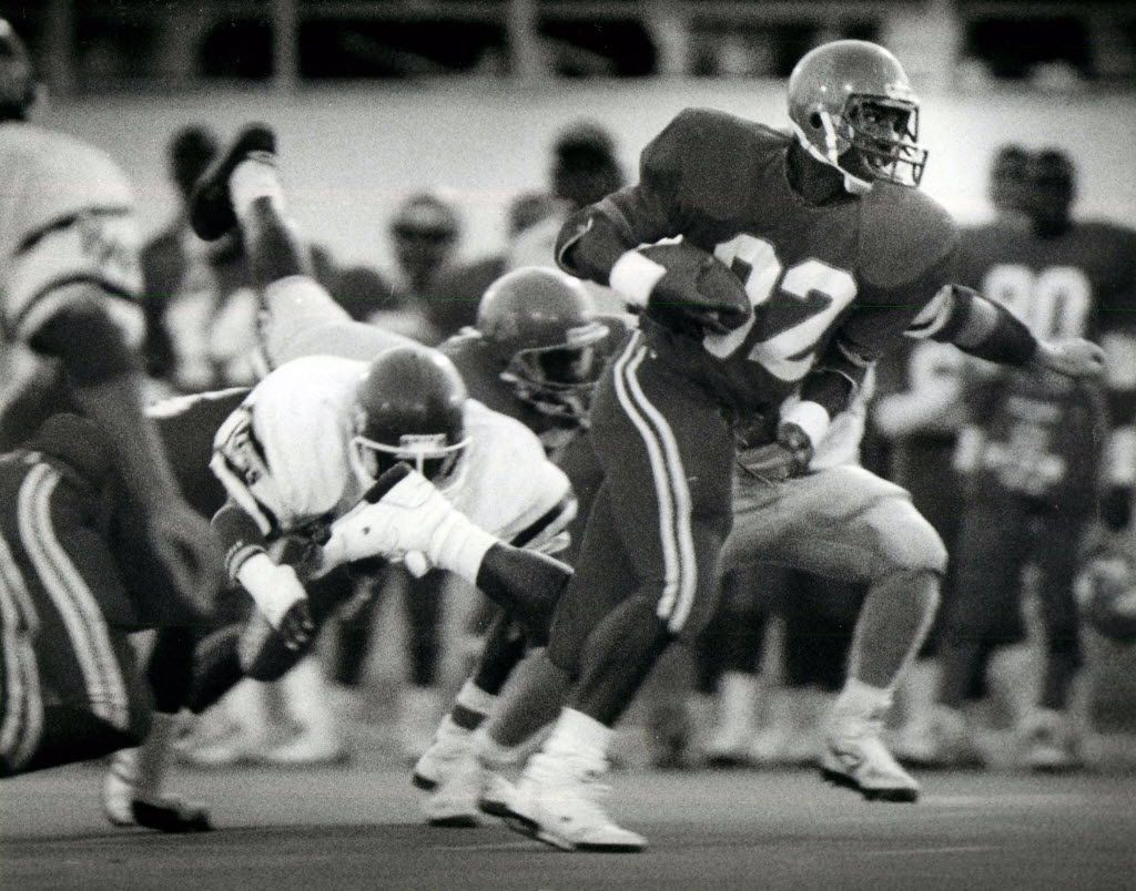 Carter running back David Jones (32) goes for yardage through the middle of the Killeen defensive line during the game at Sprague Field. (1988 File Photo/Staff)