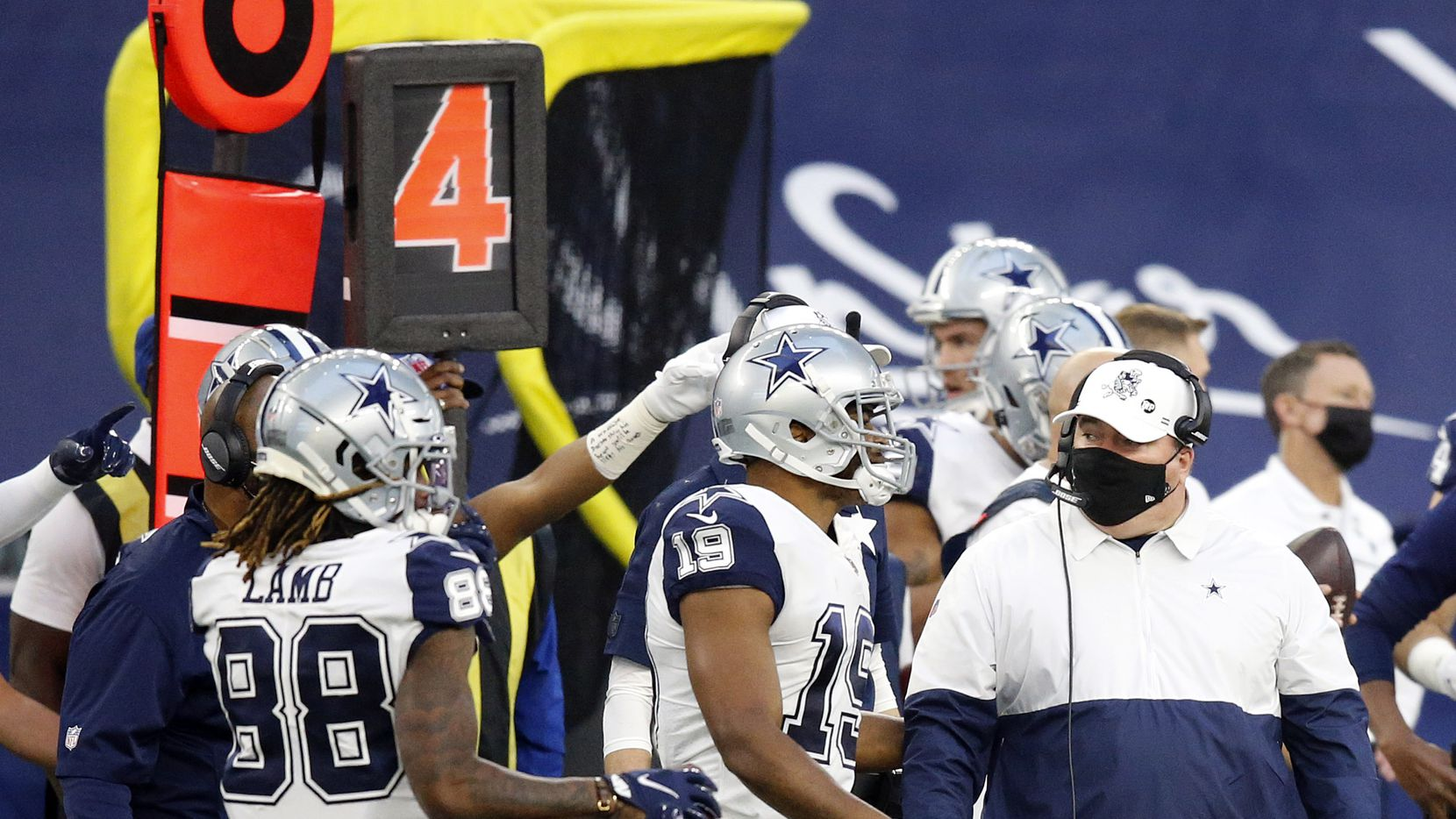 Dallas Cowboys head coach Mike McCarthy (right) is pictured on the sideline after Dallas Cowboys wide receiver CeeDee Lamb (88) failed to pick up the first on fourth down against the Washington Football Team at AT&T Stadium in Arlington, Thursday, November 26, 2020.