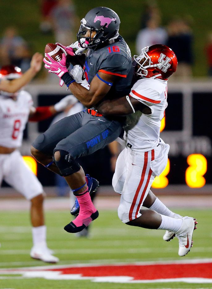 Southern Methodist Mustangs wide receiver Courtland Sutton (16) goes up for a pass against Houston Cougars cornerback Howard Wilson (6) in the second quarter at Gerald J. Ford Stadium in University Park, Texas, Saturday, October 22, 2016. Sutton had trouble maintaining the catch. (Tom Fox/The Dallas Morning News)