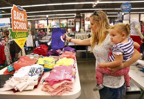 Durante 6  noches entre marzo y octubre, pequeños negocios tendrán la oportunidad de participar en el mercado nocturno de Commerce Street. Foto: Tom Fox/The Dallas Morning News