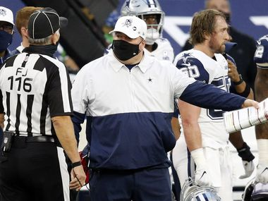 Dallas Cowboys head coach Mike McCarthy makes his case on a call with field judge Mike Weatherford (116) during the second quarter against the Washington Football Team at AT&T Stadium in Arlington, Thursday, November 26, 2020. (Tom Fox/The Dallas Morning News)
