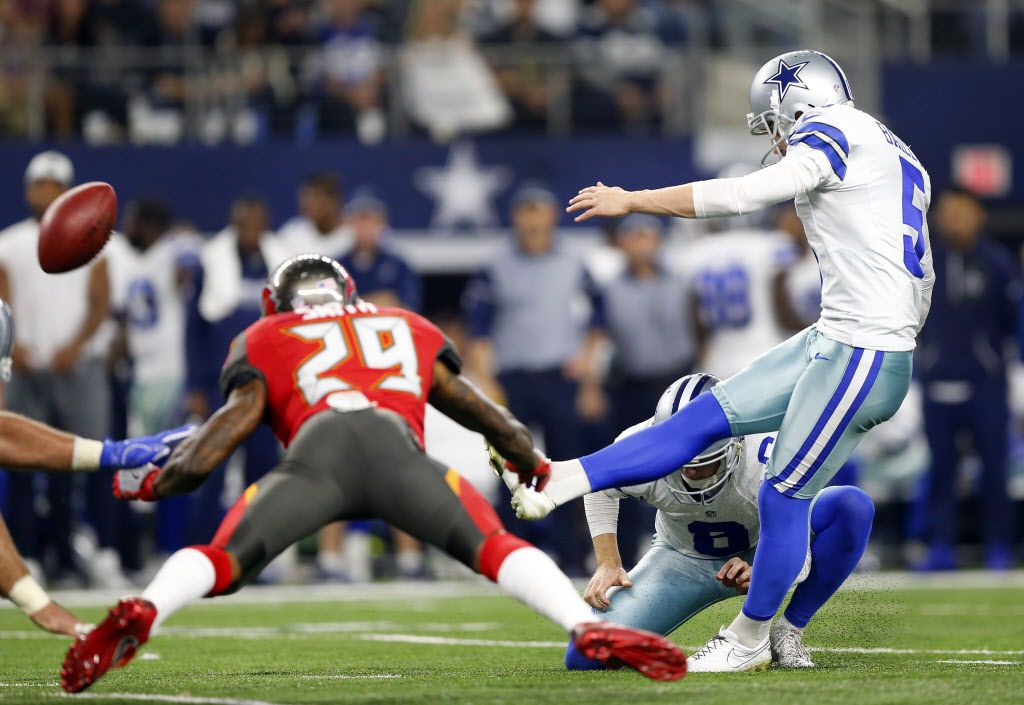 Dallas Cowboys kicker Dan Bailey (5) kicks the go ahead field goal in the fourth quarter against the Tampa Bay Buccaneers at AT&T Stadium in Arlington, Texas, Sunday, December 18, 2016.  The Cowboys won, 26-20. (Tom Fox/The Dallas Morning News)