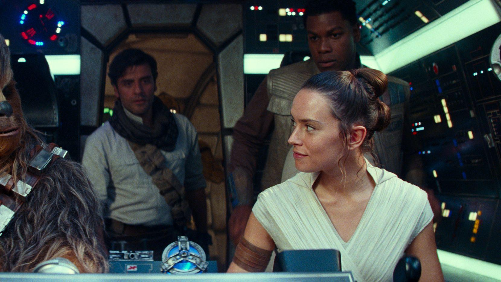 """(De izq. a der.) Joonas Suotamo como Chewbacca, Oscar Isaac como Poe Dameron, Daisy Ridley como Rey y John Boyega como Finn en """"Star Wars: The Rise of Skywalker."""""""