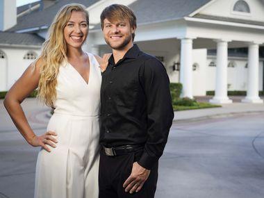 Christine et Daniel Twito ont reporté leur mariage une fois, mais ont décidé d'aller de l'avant en juin avec une cérémonie plus petite à Arlington Hall au Turtle Creek Park à Dallas.