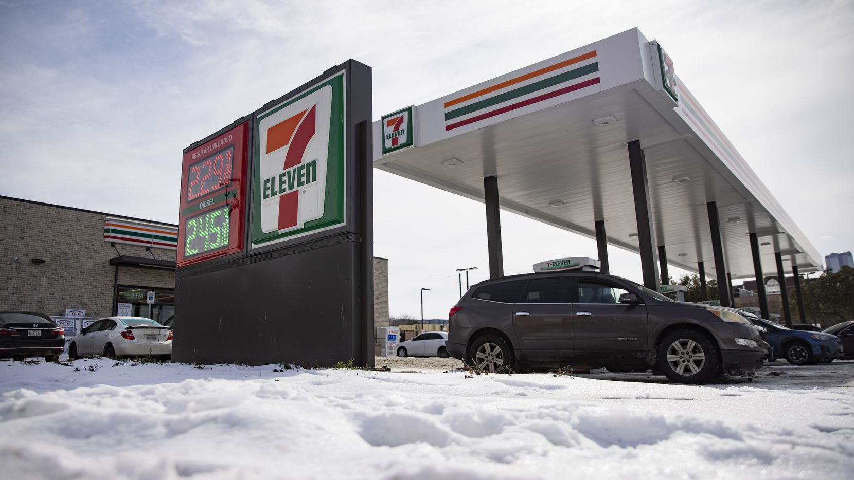 Dallasites fill up their tanks at the 7-Eleven on Live Oak St in Dallas on Thursday, Feb. 18, 2021.