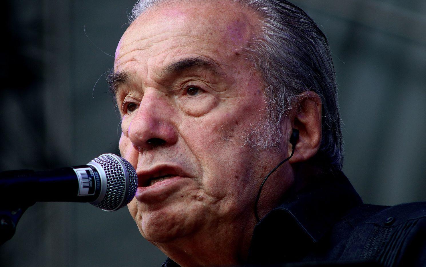 El cantante Óscar Chávez.