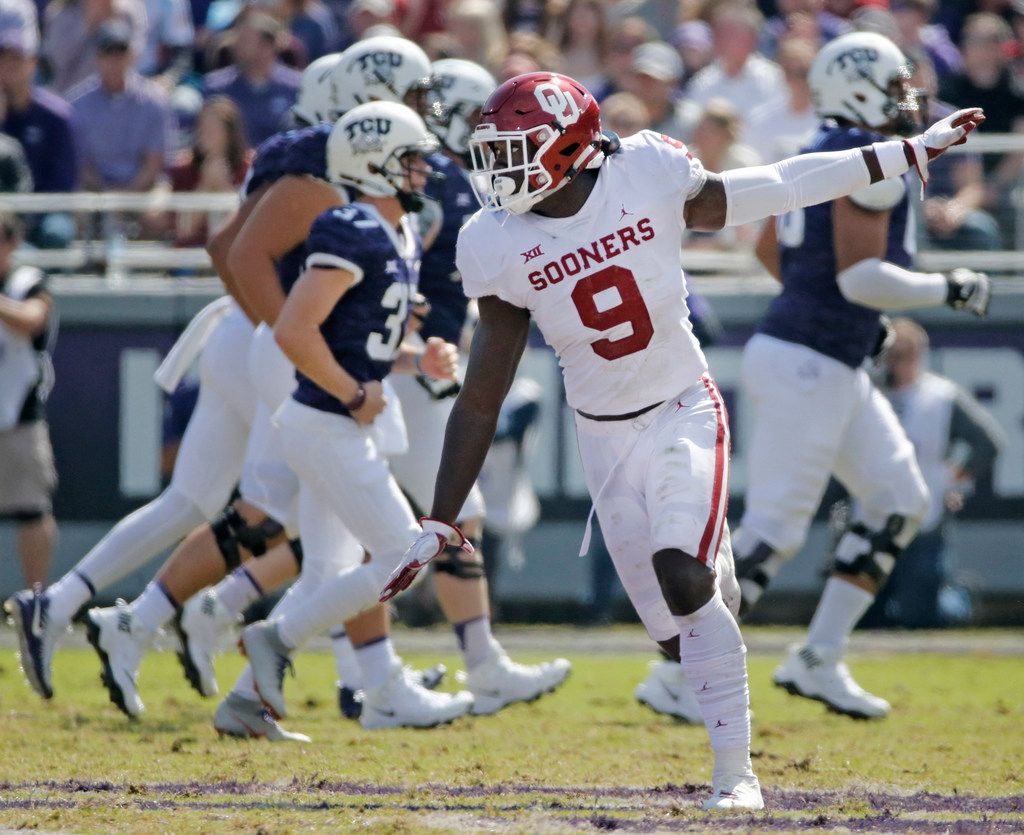 Oklahoma Sooners linebacker Kenneth Murray (9) celebrates a missed field goal by TCU in the third quarter during the Oklahoma Sooners vs. the TCU Horned Frogs NCAA football game at Amon G. Carter Stadium in Fort Worth, Texas on Saturday, October 20, 2018. (Louis DeLuca/The Dallas Morning News)