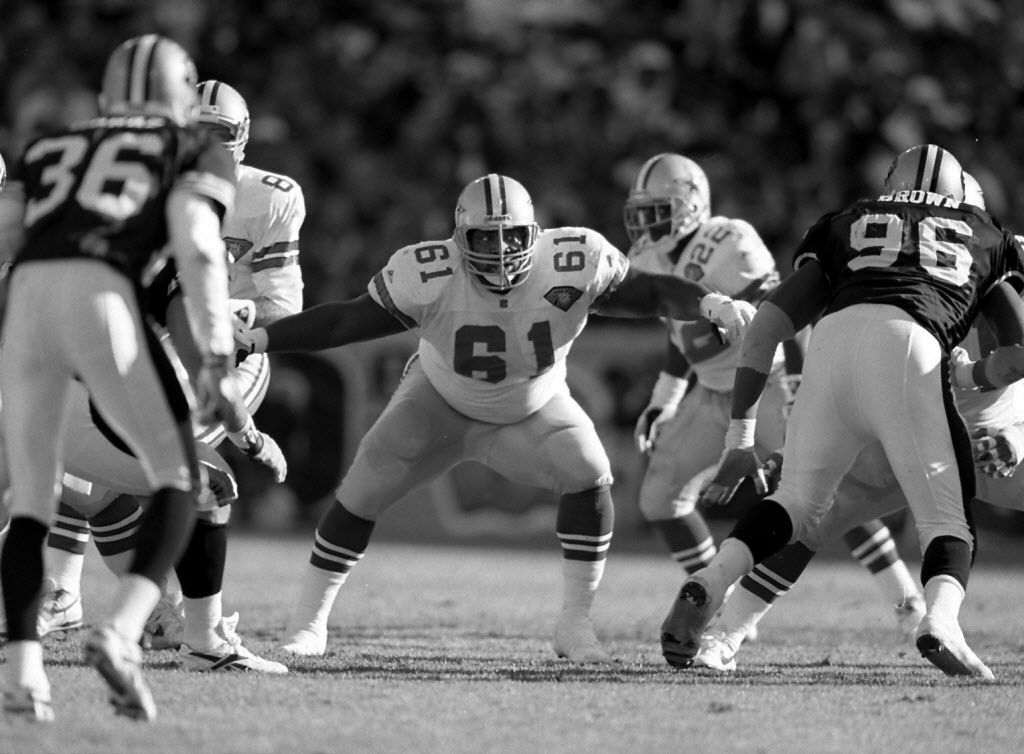 Nate Newton protects the line during the 49ers game on 11/13/94. (Louis DeLuca, The Dallas Morning News)