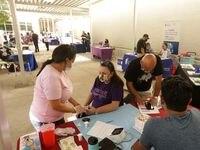 Familias del Norte de Texas llegaron hasta la Feria Binacional de Salud 2021 en Mountain View College. La feria se realizó por primera vez desde el 2019 debido al a pandemia.