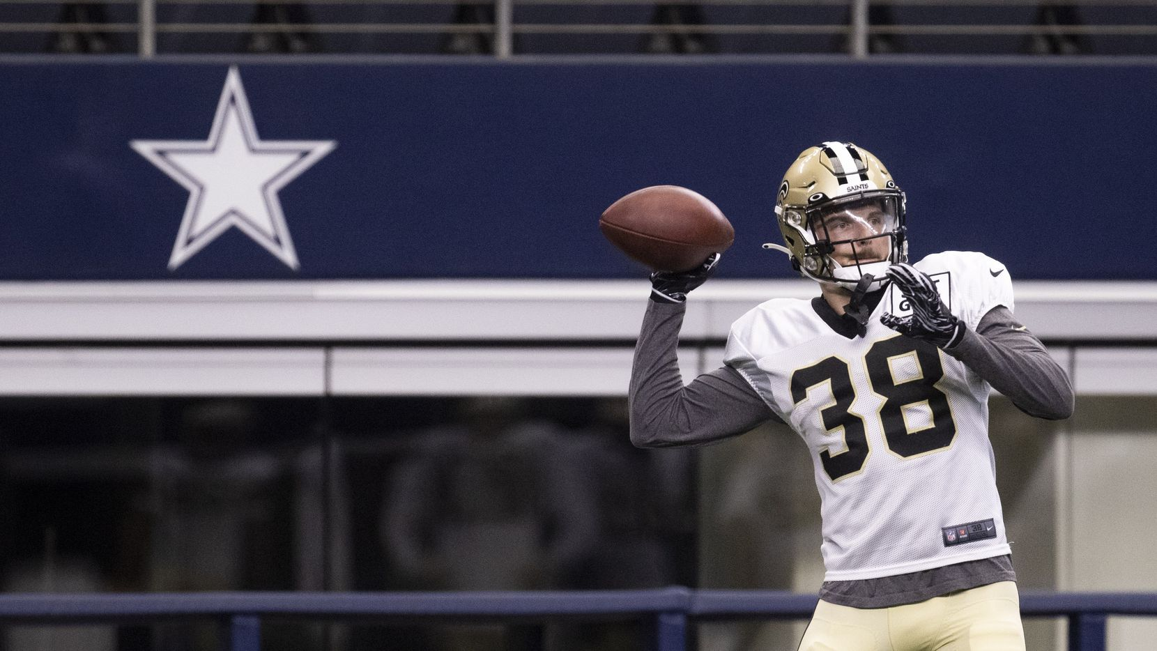 New Orleans Saints strong safety Jeff Heath (38) throws the ball during practice on Monday, Aug. 30, 2021, at AT&T Stadium in Arlington. The New Orleans Saints are practicing at AT&T Stadium after evacuating because of Hurricane Ida.
