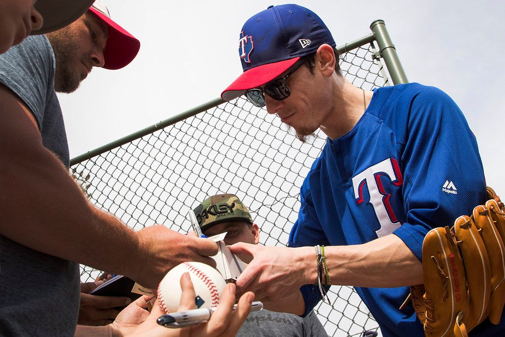 Texas Rangers pitcher Tim Lincecum signs autographs for fans after a spring training workout at the team's training facility on Wednesday, March 7, 2018, in Surprise, Ariz. (Smiley N. Pool/The Dallas Morning News)