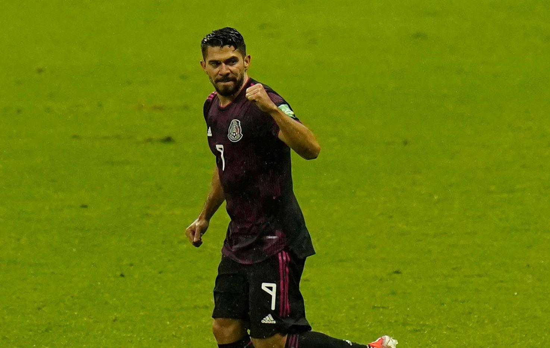 El delantero de la selección mexicana, Henry Martin, celebra su gola ante la selección de Jamaica en el juego de eliminación al Mundial de Qatar, el 2 de septiembre de 2021 en el Estadio Azteca.