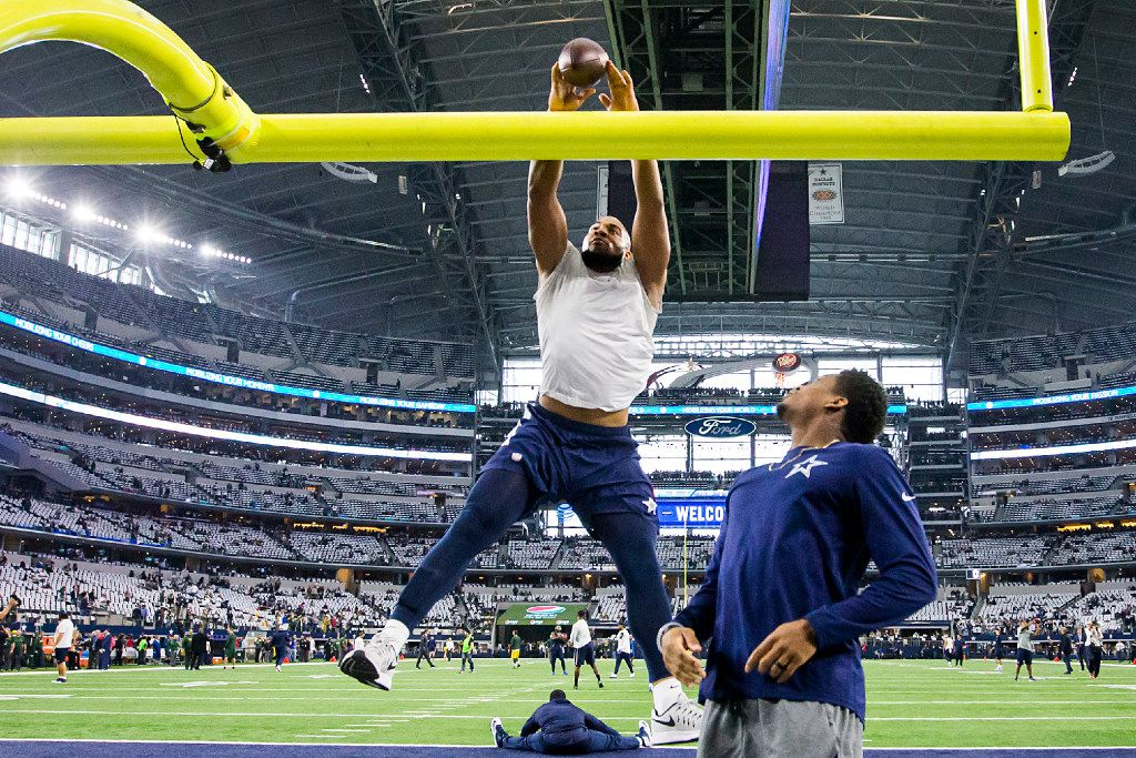 Dallas Cowboys tight end Rico Gathers tries to dunk the ball over the goalpost while warming up before an NFC divisional round playoff game against the Green Bay Packers at AT&T Stadium on Sunday, Jan. 15, 2017, in Arlington. (Smiley N. Pool/The Dallas Morning News)