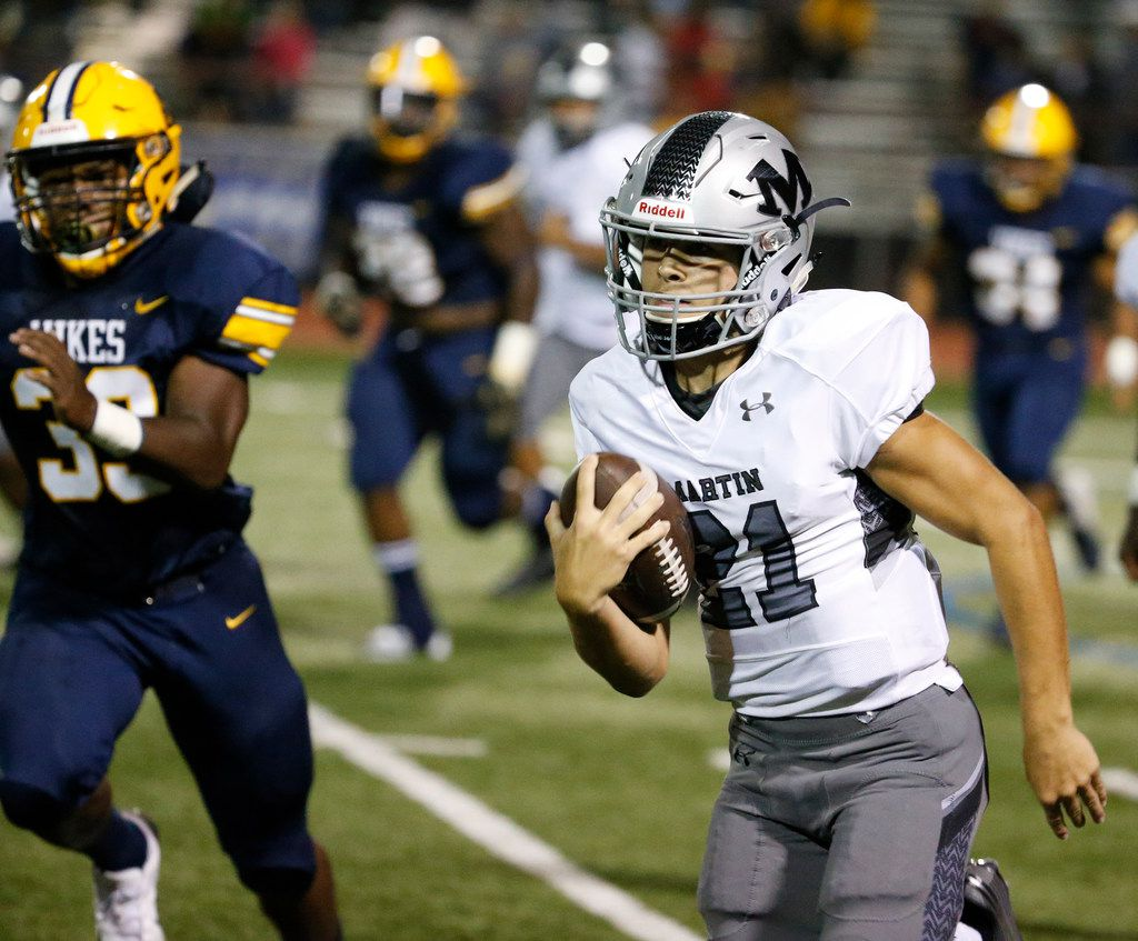 Arlington Martin's quarterback Zach Mundell runs the ball against Arlington Lamar in the first half of their game  at Cravens Field in Arlington, Texas on Sept. 28, 2018.  (Nathan Hunsinger/The Dallas Morning News)