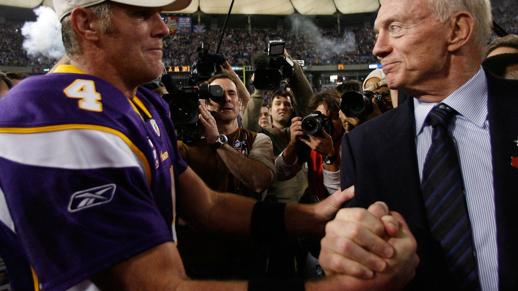 MINNEAPOLIS - JANUARY 17:  Jerry Jones, Owner and General Manager of the Dallas Cowboys, congratulates quarterback Brett Favre #4 of the Minnesota Vikings on their 34-3 victory during the NFC Divisional Playoff Game at Hubert H. Humphrey Metrodome on January 17, 2010 in Minneapolis, Minnesota.  (Photo by Elsa/Getty Images)