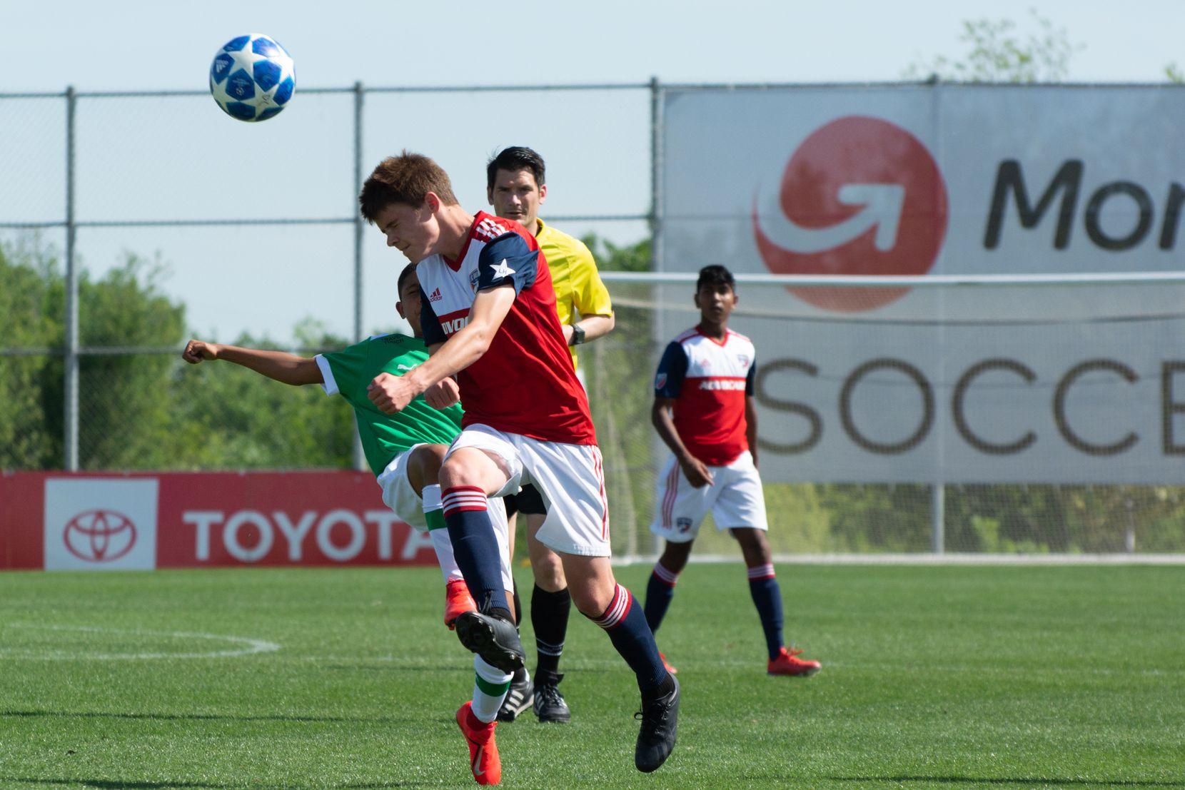 Matthew Corcoran (?) of the FC Dallas U14s take on Ikapa United in the 2019 Dallas Cup Super 14s.