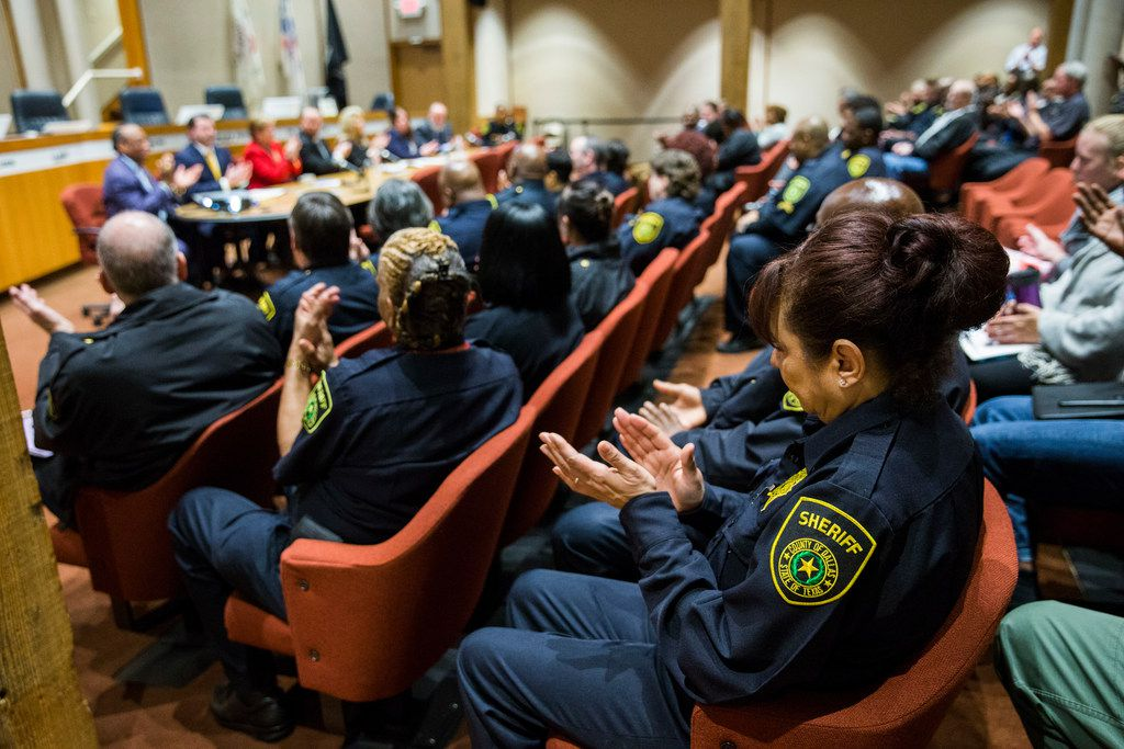 Dallas County sheriff's deputies applauded Friday as the Texas Commission on Jail Standards announced to county officials at the Dallas County Administration Building that the jail passed its annual inspection.
